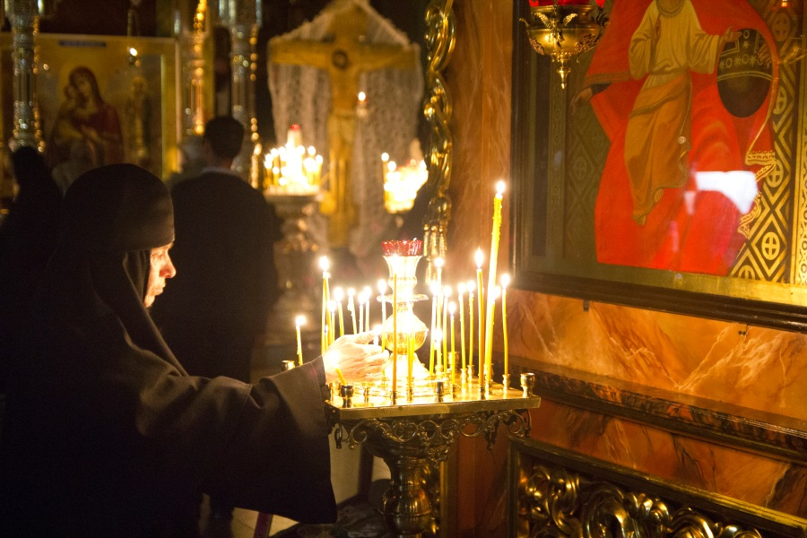 idol_image_with_candles_worship_in_eastern_orthodox_church